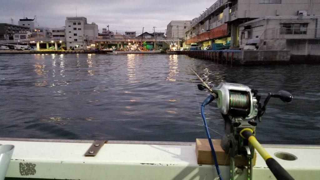 小田原漁港から出航