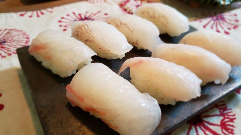 一番左が白寿真鯛の握り