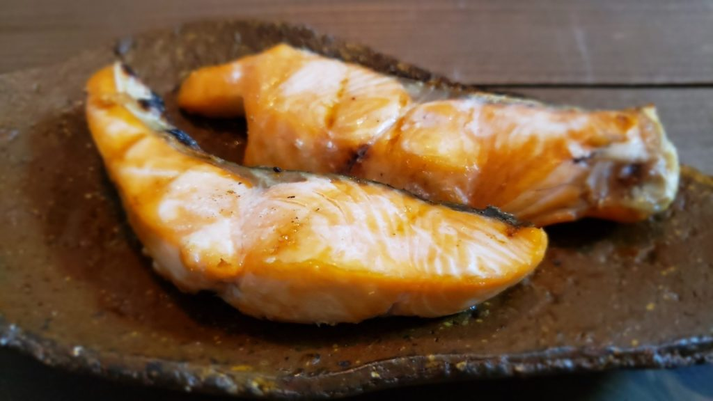 塩焼きはふっくらとした塩鮭