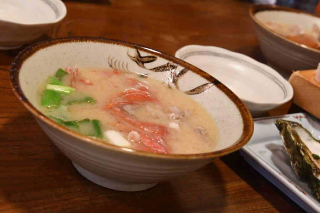 稲取キンメの味噌汁。濃い味で美味しい。