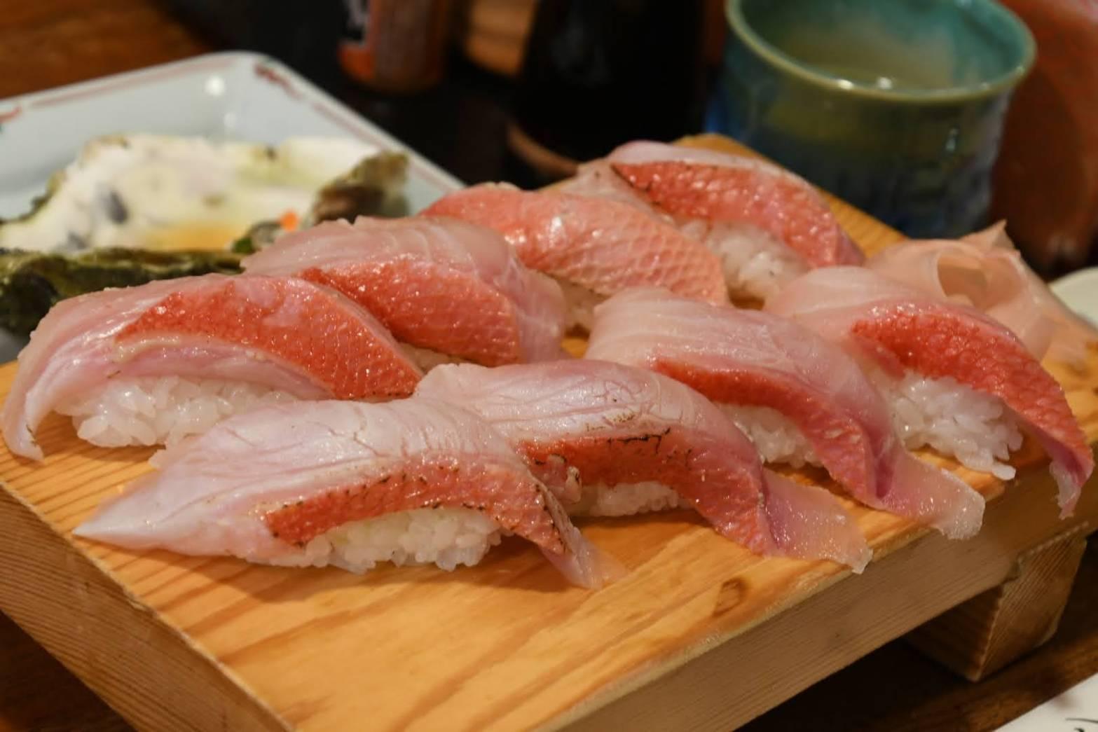 軽く炙られた稲取キンメのお寿司