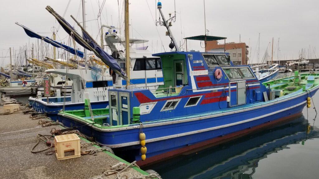 アジ五目の船はマルイカのさらに向こう側