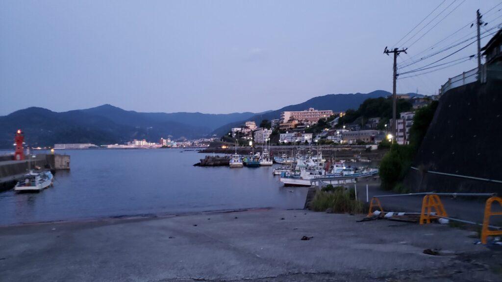 朝方の福浦漁港